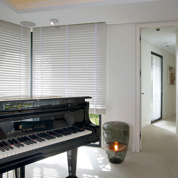 wood-venetian-blinds